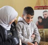 غنام تزور الطفل مصاروة بمخيم الجلزون الذي احتجزه الاحتلال عدة ساعات يوم أمس