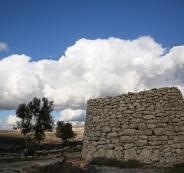 الطقس: الحرارة أعلى من معدلها العام بقليل وفرصة مهيأة لأمطار الاثنين