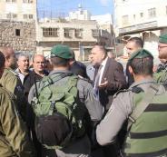 مستوطن مسلح يهدد بقتل رئيس بلدية الخليل
