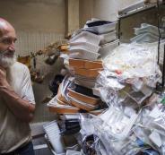 فرنسي يعيش وسط أطنان من القمامة