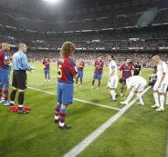 برشلونة يقف احتراما لريال مدريد