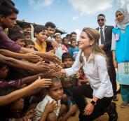 الملكة رانيا تزور مخيمات اللاجئيين الروهينغا