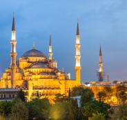 مغنية أمريكية شهيرة تعلن إسلامها في إسطنبول