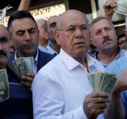 عرب واتراك بدلوا الذهب في الليرة التركية