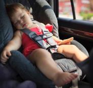 انقاذ اطفال داخل مركبة متوقفة في الخليل