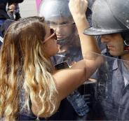 اللبنانيون والحضور النسائي في التظاهرات بلبنان