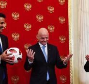 بوتين يسلم قطر شارة كأس العالم