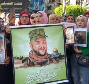 أهالي الشهداء المحتجزة جثامينهم يتظاهرون في رام الله