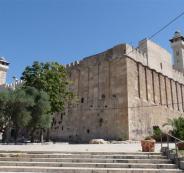 منع رفع الاذان في المسجد الأبراهيمي