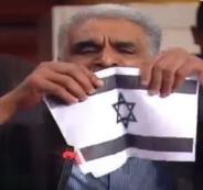 نائب تونسي يمزق العلم الاسرائيلي