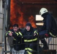 الدفاع المدني يتمكن من إخماد حريق ضخم في مصنع بالخليل