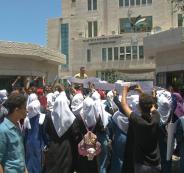 عدد من طلبة التوجيهي يعتصمون بغزة ضد النظام الجديد