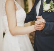 وفاة عروسين بعد دقائق من زفافهما