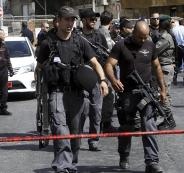 الشرطة الاسرائيلية تعتقل سيدة واربعة شبان من داخل سيارة في العيسوية