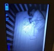 شبح على سرير طفلة