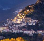 قرىفي ايطاليا  تقدم لك الاموال مقابل العيش فيها