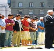 احتجاجات في إسبانيا بسبب صلاة جماعية للمسلمين بساحة عامة