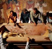اكتشاف مقبرة على ضفاف النيل عمرها 3400 سنة.. 12 مومياء لعُمَّال الذهب