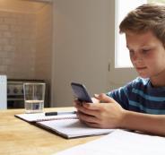 تطبيق يُجبر الابن على التجاوب مع مكالمة الوالد والرد سريعاً