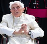 بابا الفاتيكان السابق
