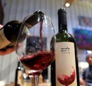 الامارات والنبيذ و اسرائيل