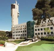 محاضر في الجامعة العبرية يشبه