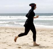 منع امرأة من دخول شاطئ في لبنان بسبب ارتداء
