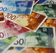 الحكومة تصرف مساعدات مالية للاسر المحتاجة