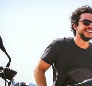 ولي العهد الاردني يستقل دراجته النارية في السعودية