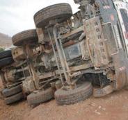 مصرع شاب في انقلاب شاحنة على طريق نابلس-اريحا