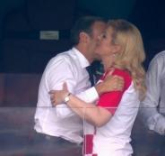 قبلة رئيس فرنسا لرئيسة كرواتيا