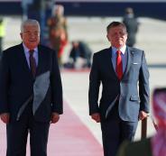 العاهل الأردني يؤكد دعم بلاده لمواقف الرئيس عباس