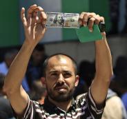 صرف مساعدات قطرية لاسر فلسطينية في غزة