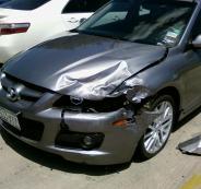 القبض على إمرأة قامت بتكسير مركبة بماسورة حديدية في قلقيلية