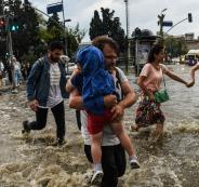 1043553-شوراع-تركيا-تغرق-بسبب-مياه-الأمطار