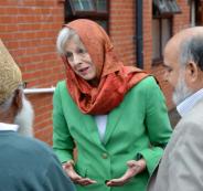 رئيسة وزراء بريطانيا ترتدي الحجاب