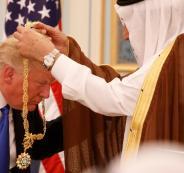 بعد بناء المسجد.. سعودي يؤدي عمرة ويهديها لـ ترامب (فيديو)