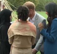 الامير هاري وقبلة لسيدة مسلمة