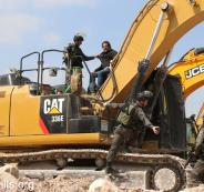 الاحتلال يصادر جرافة فلسطينية
