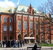 التربية تعلن توفر منح دراسية في بولندا