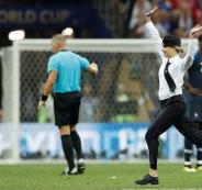 اقتحام مباراة نهائي كأس العالم