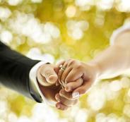 باحثون: الزواج يساعد على الوقاية من الخرف