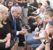 نتنياهو وعائلات الجنود الاسرى لدى حماس