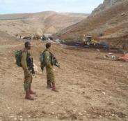 الاحتلال يجرف طريقا في الراس الاحمر