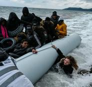 عبور مهاجرين من تركيا الى اليونان