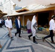 المستوطنون يهاجمون منازل الفلسطينين في الخليل