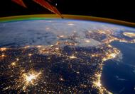 الارض في بث حي ومباشر