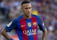 نيمار يرفض حسم البقاء أو الرحيل عن برشلونة