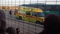 الاحتلال يمنع أهالي الأسرى في سجن نفحة من مغادرة السجن