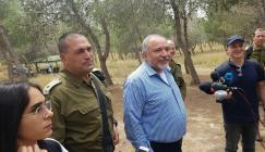 ليبرمان من حدود غزة: جيشنا جاهز للحرب